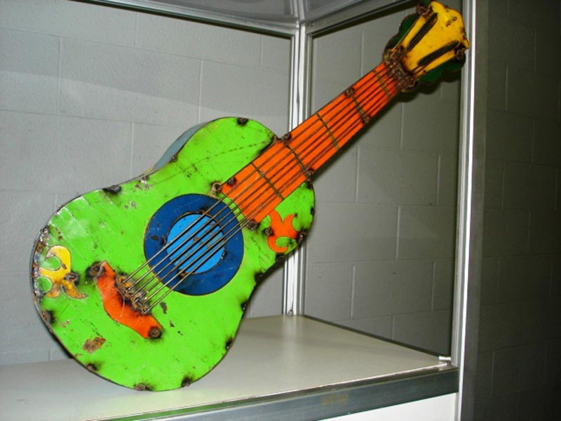 TIN_651_GUITAR_50fdc179424fe.jpg